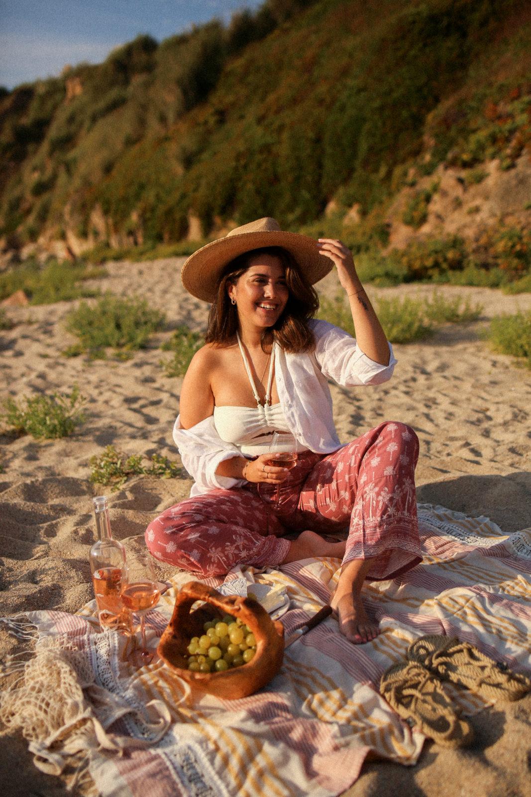 Un picnic en la playa como plan de verano